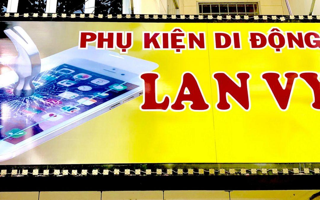 Kệ siêu thị phụ kiện di động  triển khai tại quán Lan Vy- Cần Thơ
